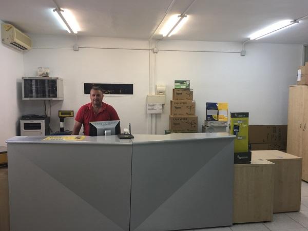 Correos ampl a el servicio en la oficina de la herradura for Horarios de oficina de correos