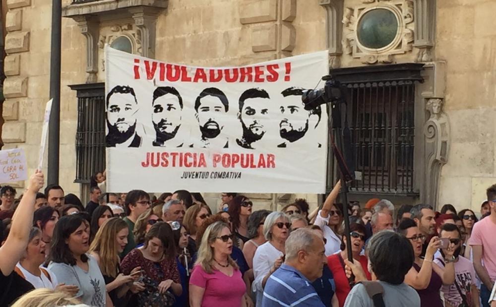 Detalle de la concentración celebrada esta tarde en Granada.