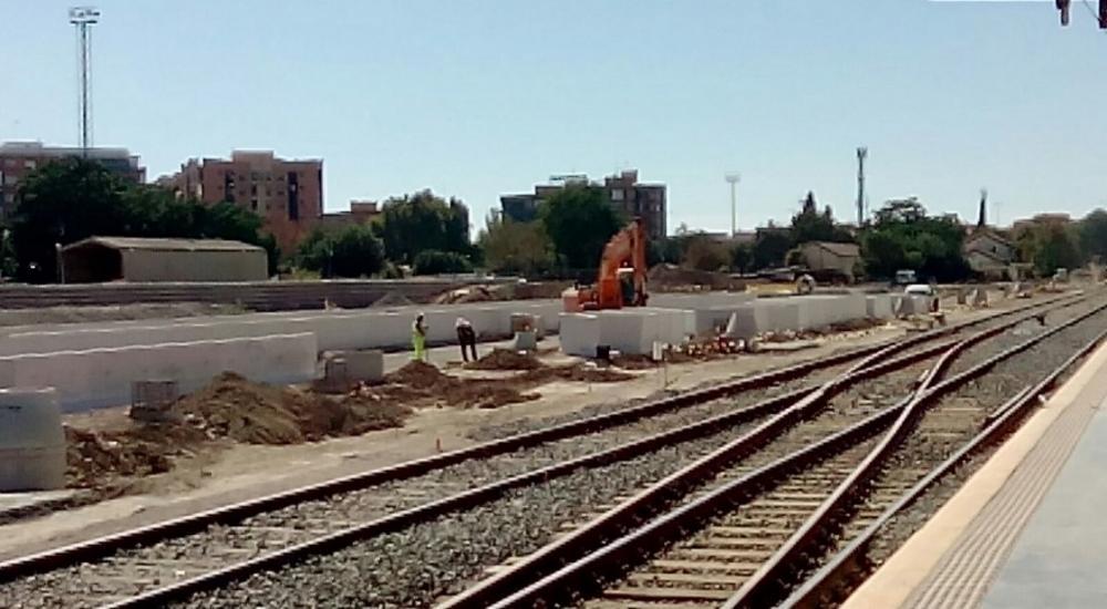 Granada lleva 500 días aislada por tren, una situación que indigna a ciudadanía, agentes sociales e instituciones.