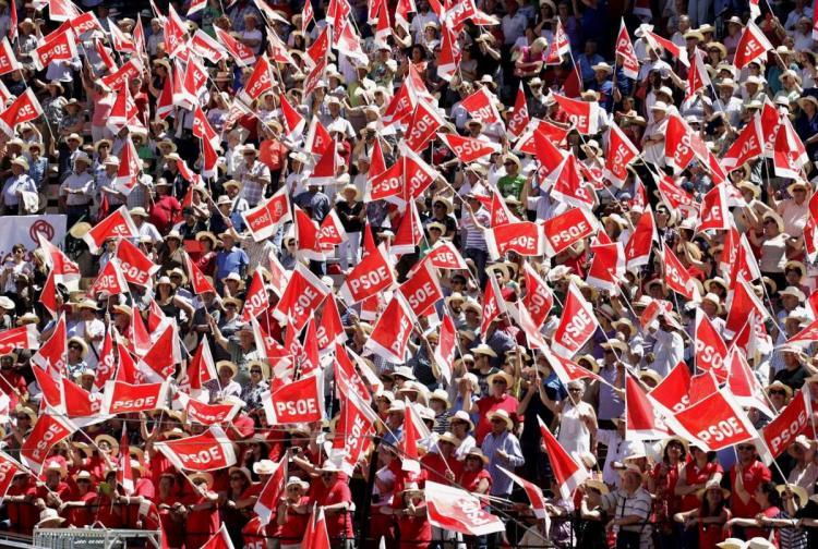 Banderas socialistas en un acto de este partido.