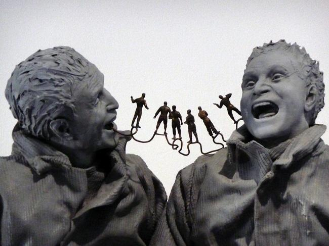 Detalle de 'Two Seated on the Wall', (2000), de Juan Muñoz.