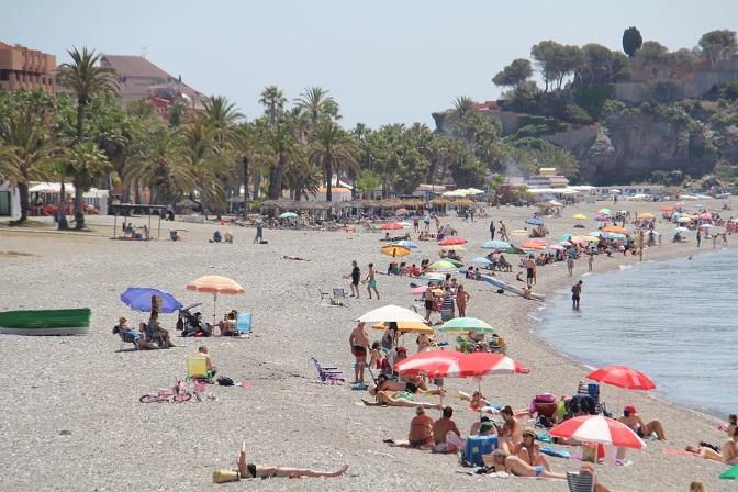 Playa de San Cristóbal, en Almuñécar.
