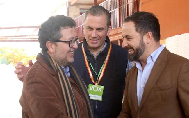 Abascal (derecha), con Ortega y Serrano.