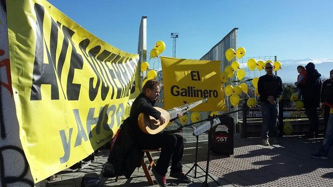 Javier Hervás ha puesto la música a la reivindicación del soterramiento de la Marea Amarilla.