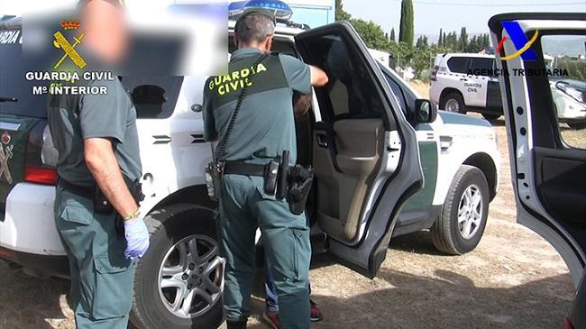 Una de las 51 detenciones en la operación de la Guardia Civil y la Agencia Tributaria.