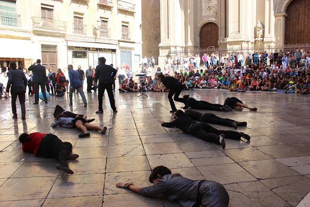 Un momento de la perfomance en la Plaza de las Pasiegas.