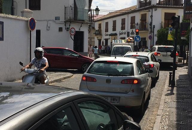 Atasco en la calle Pagés.