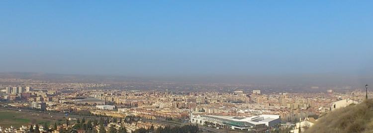 Boina de contaminación sobre Granada en el invierno de 2019.