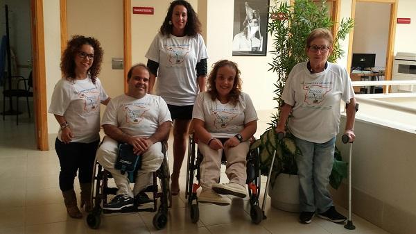 Marta Castillo (primera por la izquierda) con algunos de los participantes que harán el Camino de Santiago.