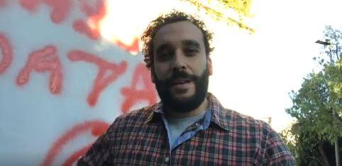 Imagen del vídeo en el que denuncia las pintadas.