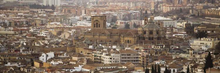 Vista de la capital, presidida por la inacabada catedral.