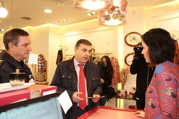El subdelegado en la presentación de la campaña Comercio Seguro.