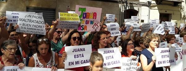 Concentración de apoyo a Juana Rivas.