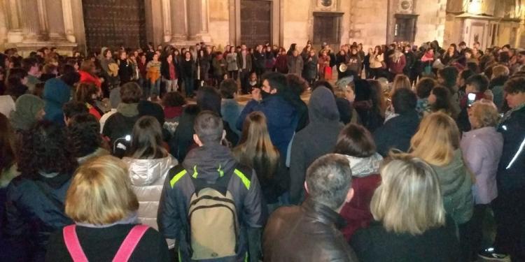 Concentración celebrada este miércoles en Granada tras confirmarse la sentencia a La Manada por abuso.