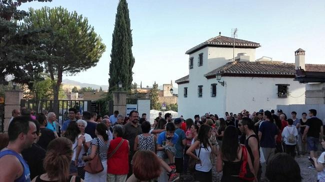 Concentración contra los ataques a la mezquita del Albaicín.