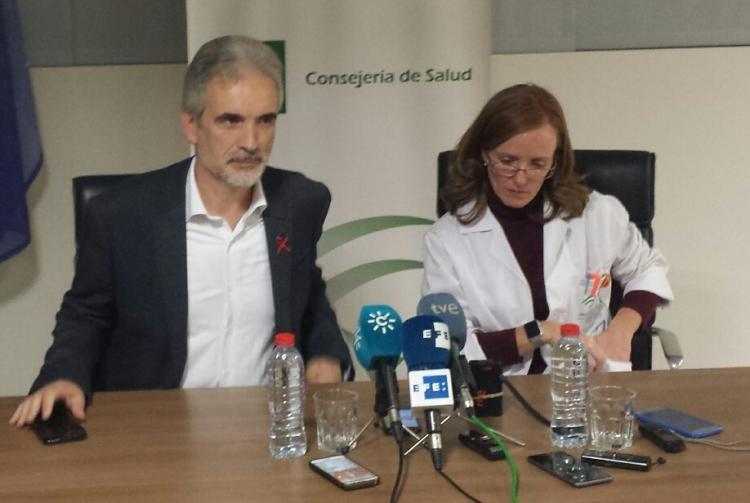 El consejero de Salud y la gerente del Complejo Hospitalario.