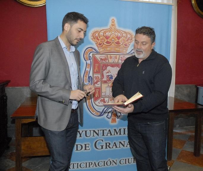 El concejal Eduardo Castillo (izquierda).