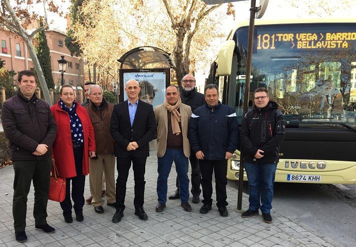 Presentación del nuevo autobús adaptado.