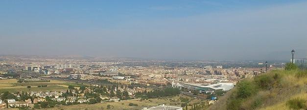 'Nube' de polución sobre Granada y la Vega este pasado lunes.