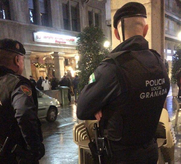 La Policía Local ha formulado denuncia por exceso de aforo.