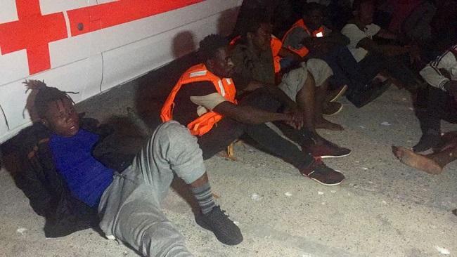 Los migrantes fueron desembarcados y, tras ser atendidos, volvieron a la Polimnia para pasar la noche.