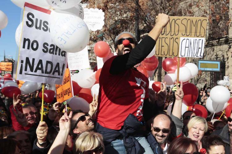 El doctor Jesús Candel, conocido como 'Spiriman', durante la manifestación.