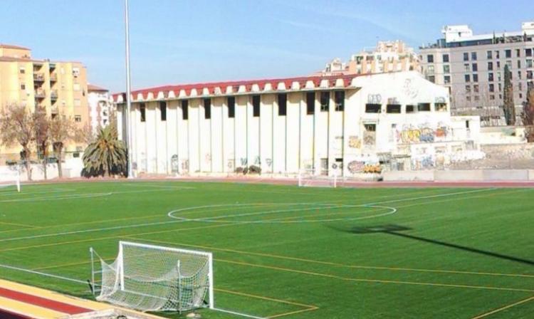 Estadio de la Juventud, con el pabellón cubierto al fondo.