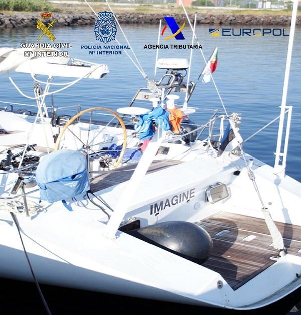 Embarcación de recreo que utilizaban para transportar la droga.