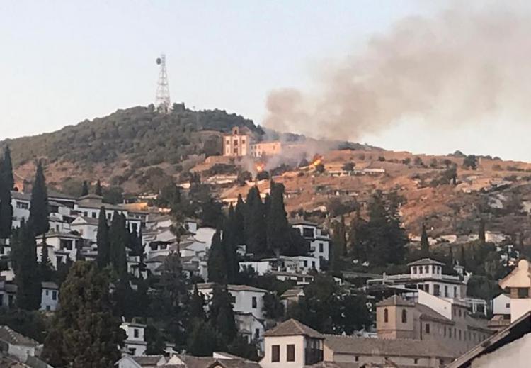Imagen del fuego desde el Albaicín.