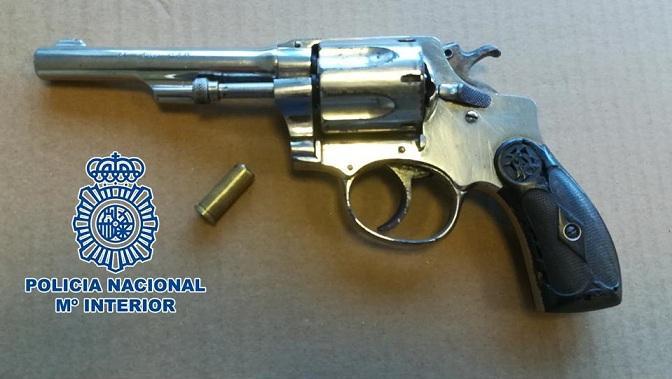 Revólver utilizado en el atraco.