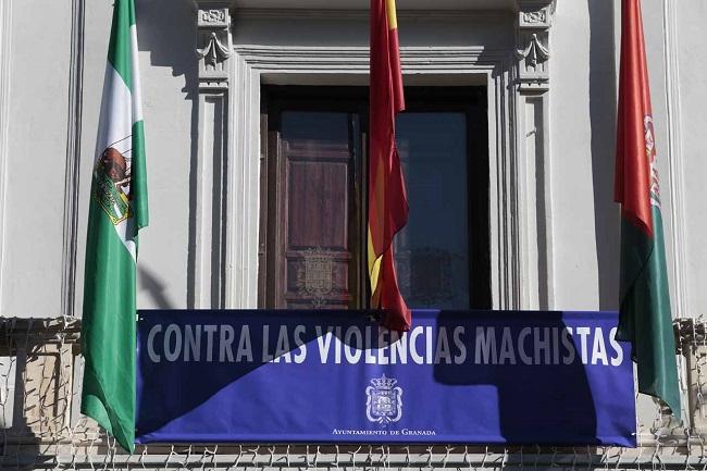 Imagen de archivo del Ayuntamiento de Granada con un cartel contra las violencias machistas.