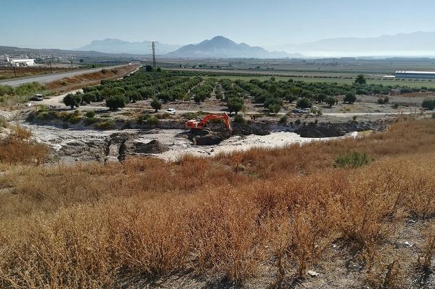 Movimientos de tierra en el barranco Hondo.
