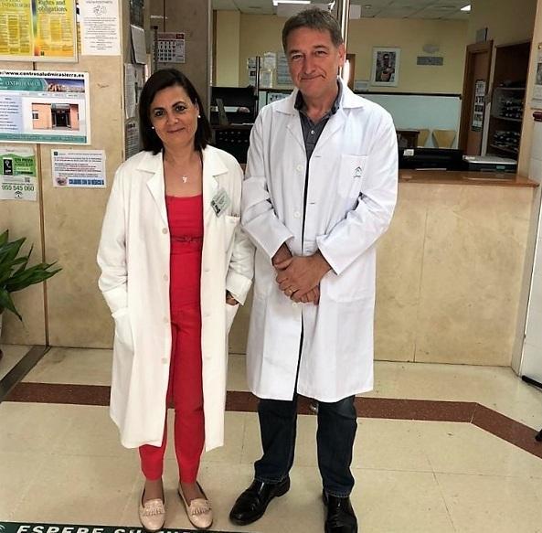 Los doctores que lideran el proyecto: Jorge Cervilla, jefe de la Unidad de Salud Mental del hospital del PTS y catedrático de Psiquiatría, y Mª Carmen Muñoz, médica de Familia y directora del centro de salud Mirasierra.