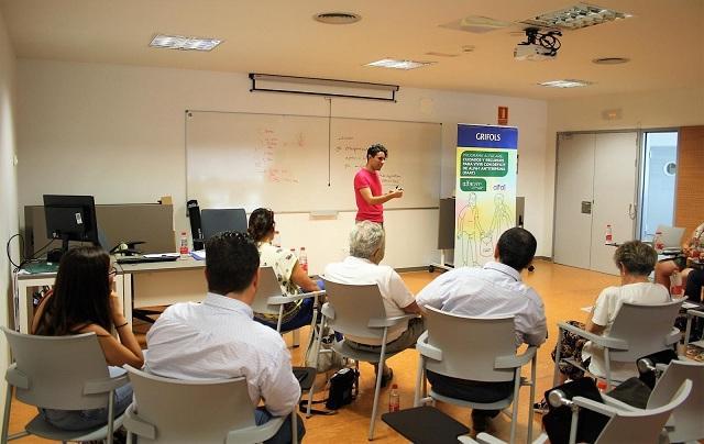 Un momento del taller en el Hospital San Cecilio.