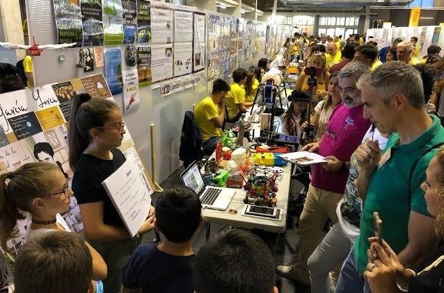 Los colegios exponen sus proyectos en 'Ciencia en Acción'.