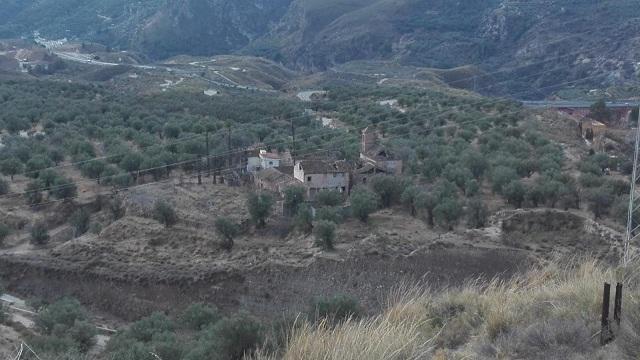 Vista de Tablate, donde se observa la iglesia medio derruida.