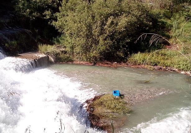Un juguete de plástico, en el lecho del río Genil a la altura de Cenes.