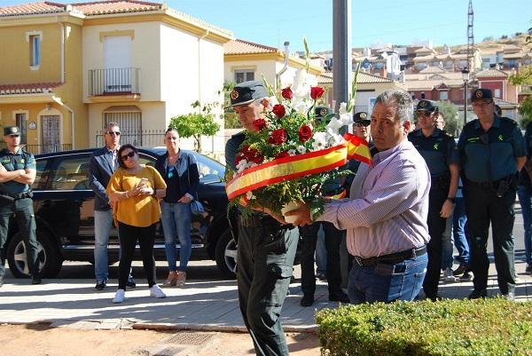Se ha depositado un ramo de flores en el lugar en el que ocurrieron los hechos.