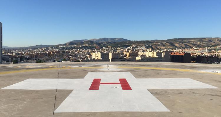 Los dos accidentados han sido trasladados en helicóptero al Hospital del PTS.