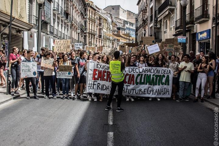 Cabecera de la manifestación en Reyes Católicos.