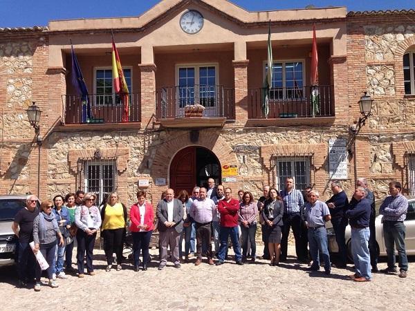 Minuto de silencio a las puertas del Ayuntamiento de Iznalloz.