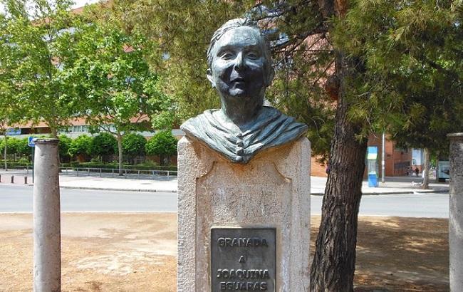 Monumento a Joaquina Eguaras.