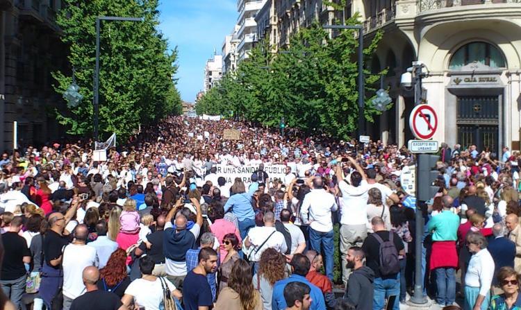 Unas 40.000 personas, según estimaciones policiales, reúne a la manifestación más numerosa en Granada de los últimos años.