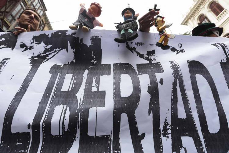 Una de las manifestaciones de apoyo a los titiriteros.