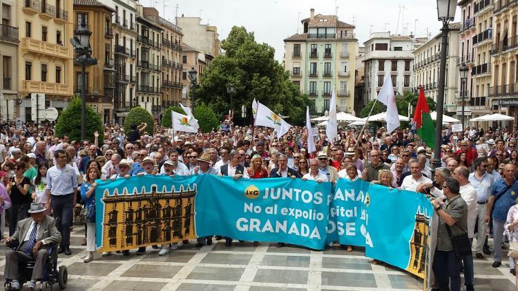 La manifestación a su llegada a Plaza Nueva, junto a la sede del TSJA.