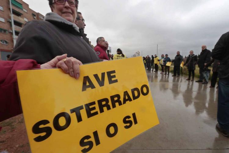 La Marea Amarilla sigue buscando apoyos por un tren y un AVE dignos para Granada.