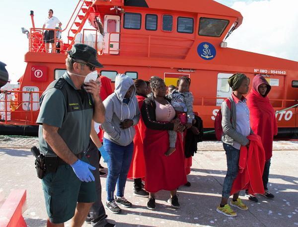 Llegada al Puerto de Motril de la treintena de personas rescatadas.
