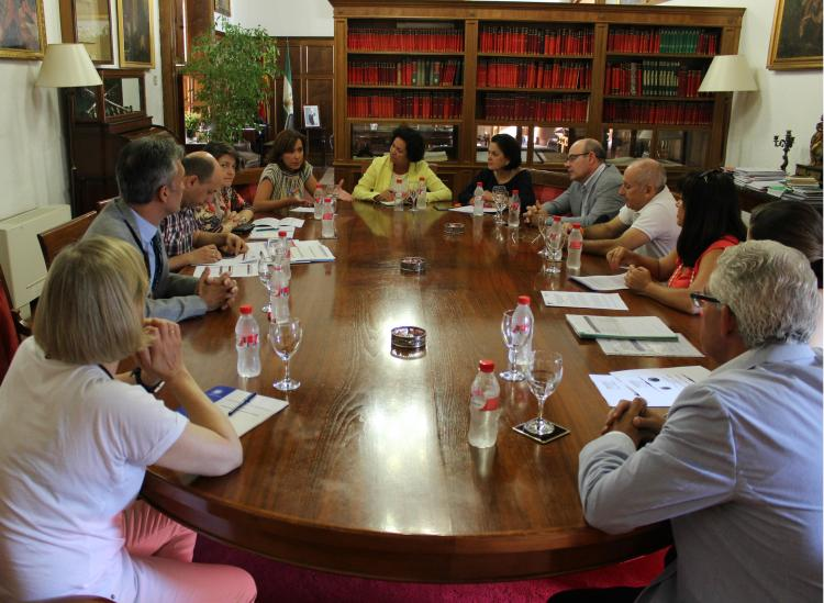 Firma del acuerdo entre la UGR y la Fundación ONCE.