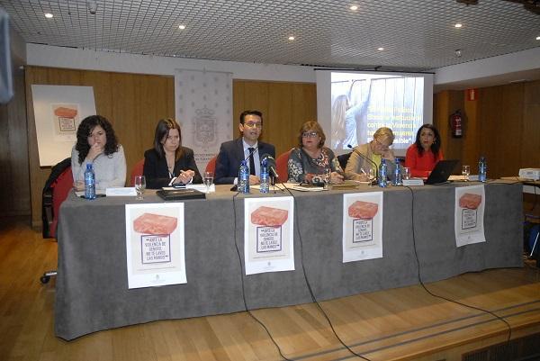 Mesa redonda sobre el Pacto de Estado celebrada este lunes en Granada.