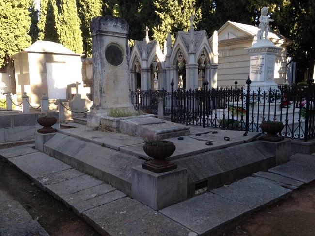"""Panteón """"General López Domínguez"""", en el Cementerio de Granada. Hoy vacío. Los restos de sus ocupantes pasaron a una fosa común. Fue diseñado por Loyzaga."""